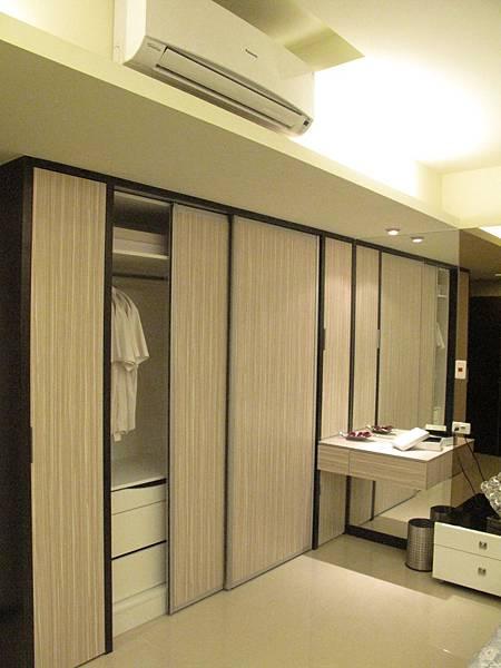 台中系統櫃 衣櫃設計 滑門衣櫃設計 (1)