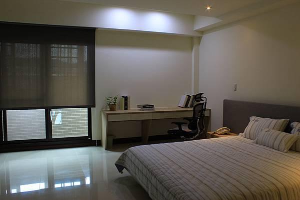 臥室設計 居家裝潢 裝潢風水 系統櫃設計 鋁框推拉門設計 (2).JPG