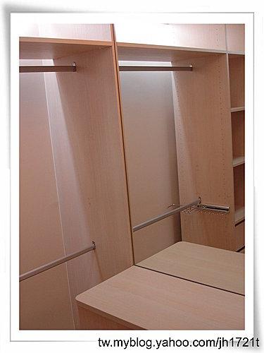 台中室內設計 衣櫃設計 更衣室設設計 鋁框推拉門設計 衣櫃設計 臥室設計  (1).jpg