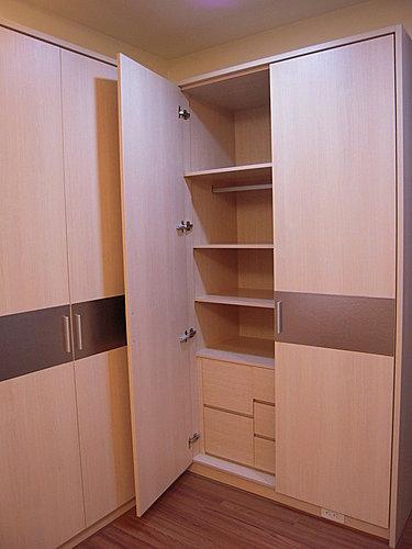 台中室內設計 衣櫃設計 更衣室設設計 鋁框推拉門設計 衣櫃設計 臥室設計  (4).jpg
