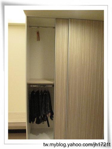 台中室內設計 衣櫃設計 更衣室設設計 鋁框推拉門設計 衣櫃設計 臥室設計  (21).jpg