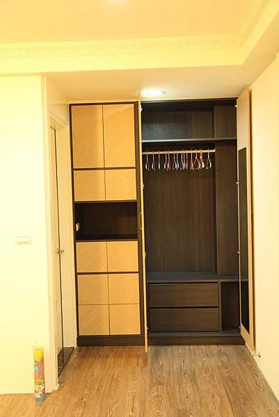 台中室內設計 居家裝潢 系統櫃 客廳裝潢 餐廳設計 天花板裝潢