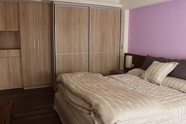 臥室設計 系統櫃 衣櫃設計 住宅設計 (3).JPG