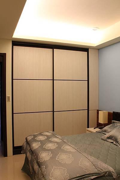 臥室設計 系統櫃 衣櫃設計 住宅設計 (5).JPG