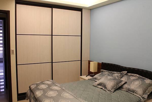 臥室設計 系統櫃 衣櫃設計 住宅設計 (7).JPG