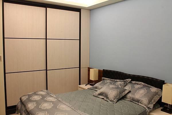 臥室設計 系統櫃 衣櫃設計 住宅設計 (8).JPG