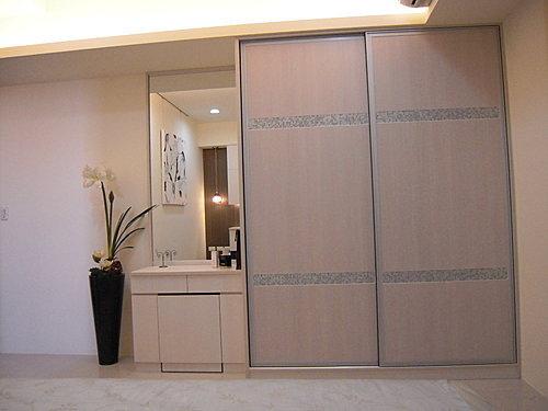 衣櫃設計 系統櫃設計 居家裝潢 訂製家具  推拉門設計 鋁框門設計 (14).jpg