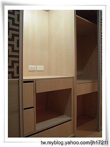 衣櫃設計 系統櫃設計 居家裝潢 訂製家具  推拉門設計 鋁框門設計 (21).jpg