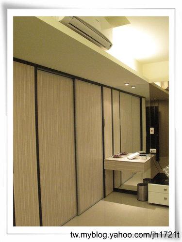 衣櫃設計 系統櫃設計 居家裝潢 訂製家具  推拉門設計 鋁框門設計 (1).jpg