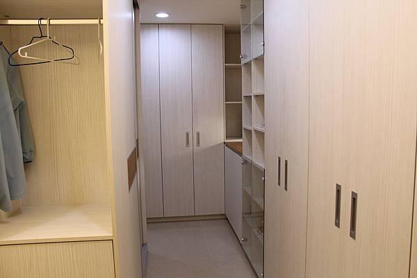 台中室內設計系統櫃 衣櫃設計 臥室裝潢 (3).JPG