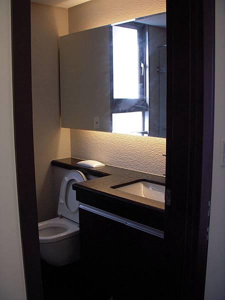 公廁衛浴收納櫃.JPG