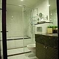 衛浴設計 居家裝潢 浴室設計 住宅裝潢 洗手台設計  衛浴系統收納櫃 (1).jpg