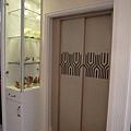 台中室內設計 臥室設計 天花板裝潢 衣櫃鋁框門 (13).jpg