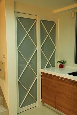 台中室內設計 玄關設計 客廳裝潢 系統櫃 櫥櫃五金 電視牆設計 展示櫃 (26).JPG