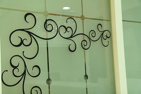 台中室內設計 玄關設計 客廳裝潢 系統櫃 櫥櫃五金 電視牆設計 展示櫃 (30).JPG