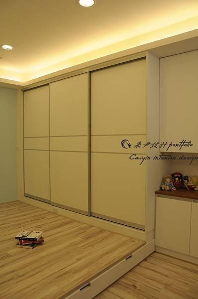 裝潢估價|鋁框門造型|系統衣櫃|收納櫃