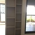 客廳原有展示櫃方向修改轉向書房區