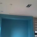 主臥室右側牆跳色