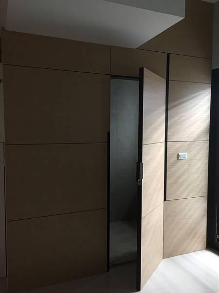 廁所隱藏門.JPG