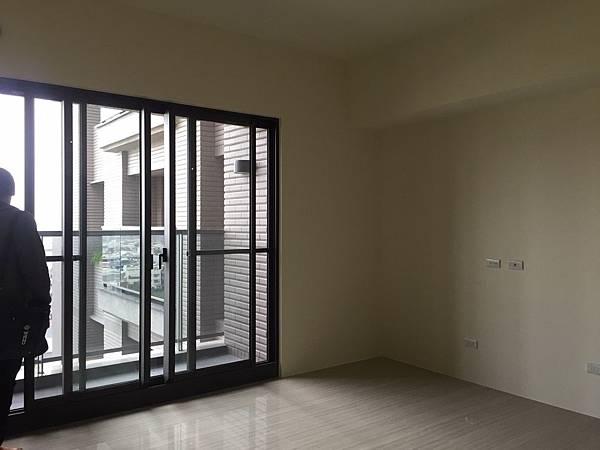 客廳空間 (2).jpg