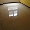 女孩房地板清潔及鋪設木地板施工.jpg