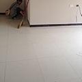 主臥室地板清潔及鋪設木地板施工.jpg