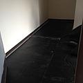 主臥室鋪設木地板施工 (1).jpg