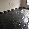 主臥室鋪設木地板施工 (2).jpg