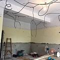 客廳空間天花板水電配線完成.jpg