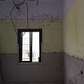 電視牆左邊水電燈具配線完成.jpg