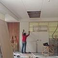 一樓電視牆封板施工中 (2).jpg