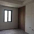 造型牆面木皮貼附施工.jpg