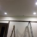 端景牆天花板燈具挖孔完成.jpg
