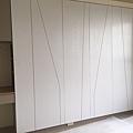 惠宇新觀 (10)系統櫃組裝施工完成/搭配木作造型切割門