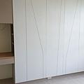 惠宇新觀 主臥室衣櫃及梳妝台施工完成 待水電安裝燈具與插座面板.jpg