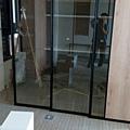 惠宇新觀 書房空間鋁框玻璃門安裝完成 地面防護拆除施工.jpg