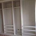 登陽廊香 次臥室系統收納衣櫃組裝施工中 待安裝系統門片.jpg