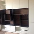 登陽廊香 書房系統收納書櫃組裝進度 上方門板待五金補齊後安裝.jpg