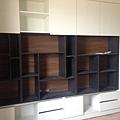 登陽廊香 書房空間系統櫃組裝完成 上方門片待安裝.jpg