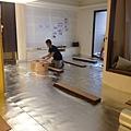 登陽廊香 木地板材料裁切施工中.jpg
