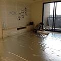 登陽廊香 客廳空間鋪設靜音棉施工中.jpg