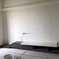 惠宇建設 惠宇新觀Q戶 客廳空間電視牆造型切割 待清潔施工.jpg