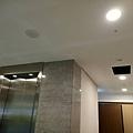 電梯玄關天花板LED崁燈安裝.jpg