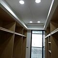 更衣室空間天花板LED崁燈安裝.jpg