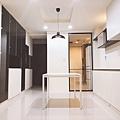 台中室內裝潢設計-走道收納展示系統櫃設計 (1).jpg