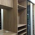 開放式衣櫃設計-滑門收納系統櫃 (1).jpg