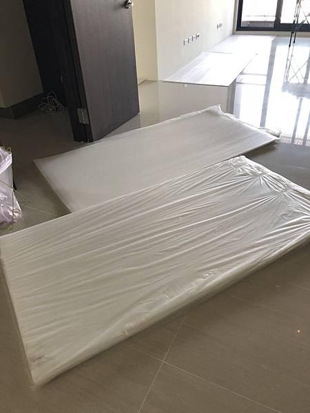 國泰頤湖苑 室內防護材料防護板進貨.jpg
