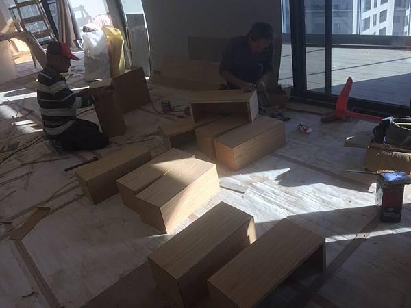 客廳空間木作收納櫃木工工程施作.jpg