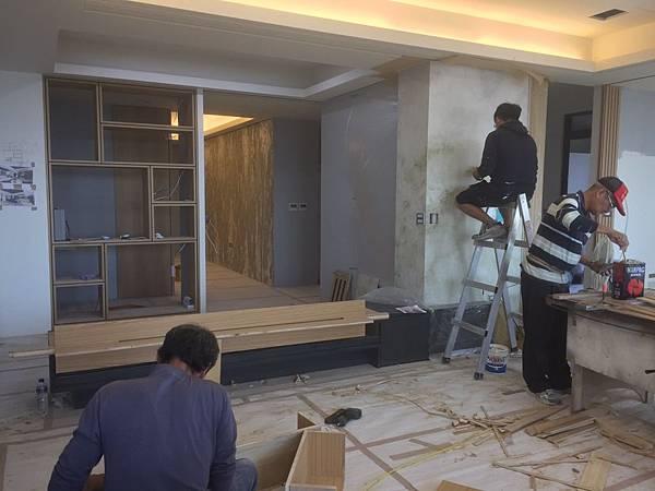 客廳空間電視牆漆藝繪製+木工工程施作.jpg