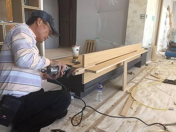 客廳空間電視牆木工工程施作.jpg